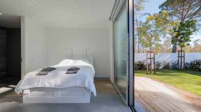 king-size-bed-in-room-with-garden-view-PCJ9GSS